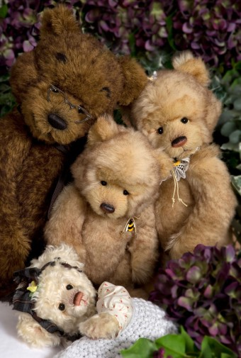Retired Isabelles - ISABELLE GOLDILOCKS & THE THREE BEARS