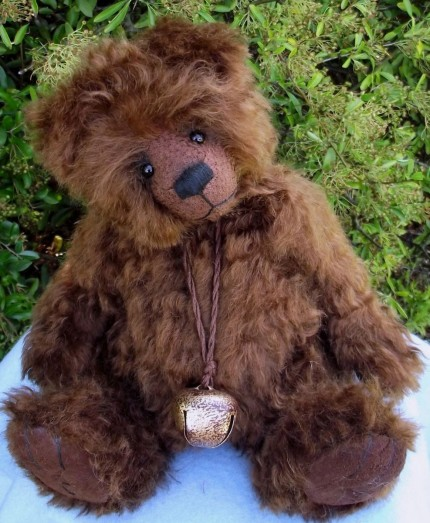 Retired Ellie Bears - HUGGY BEAR 13""